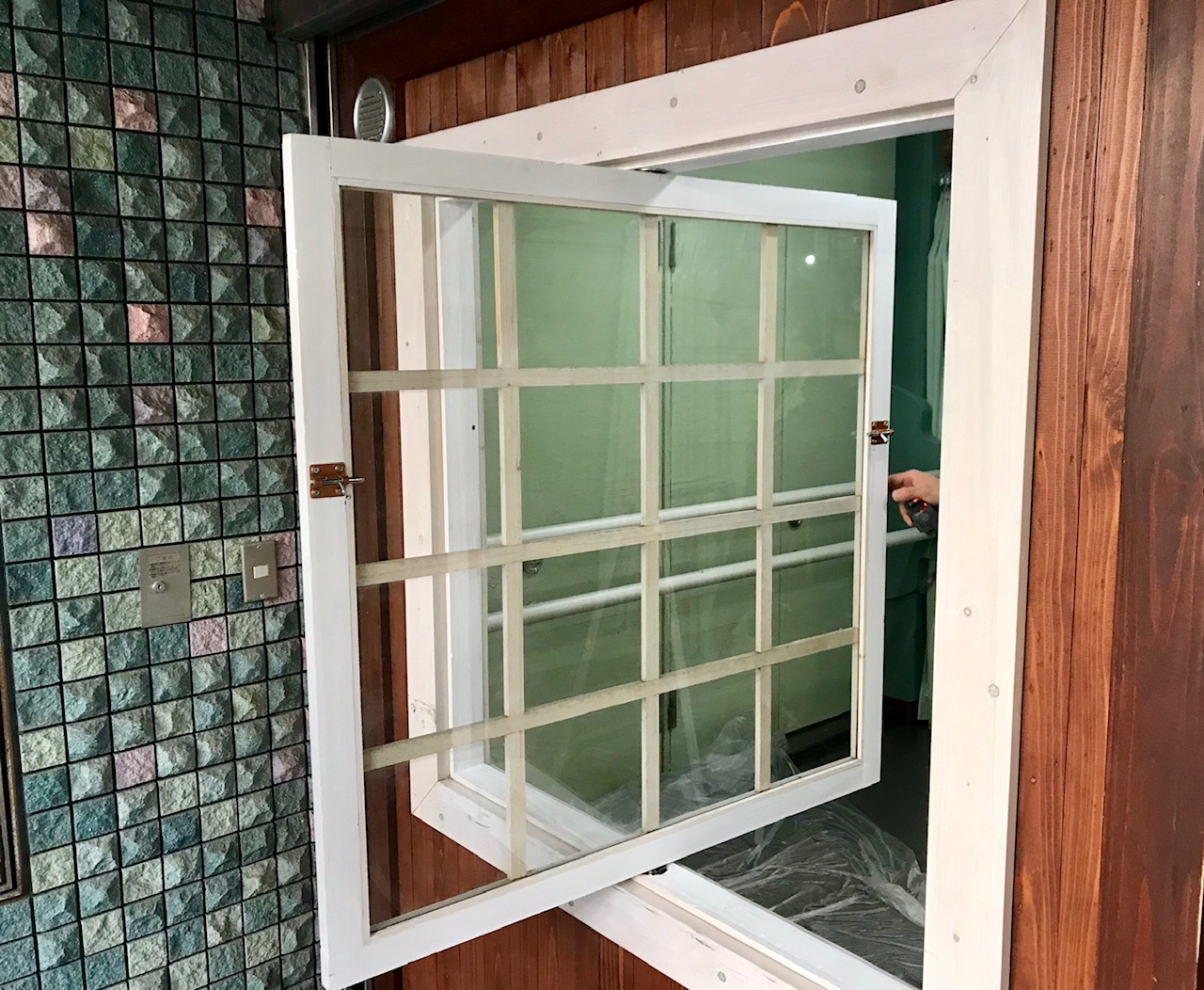 原宿スタジオ 入口窓開閉
